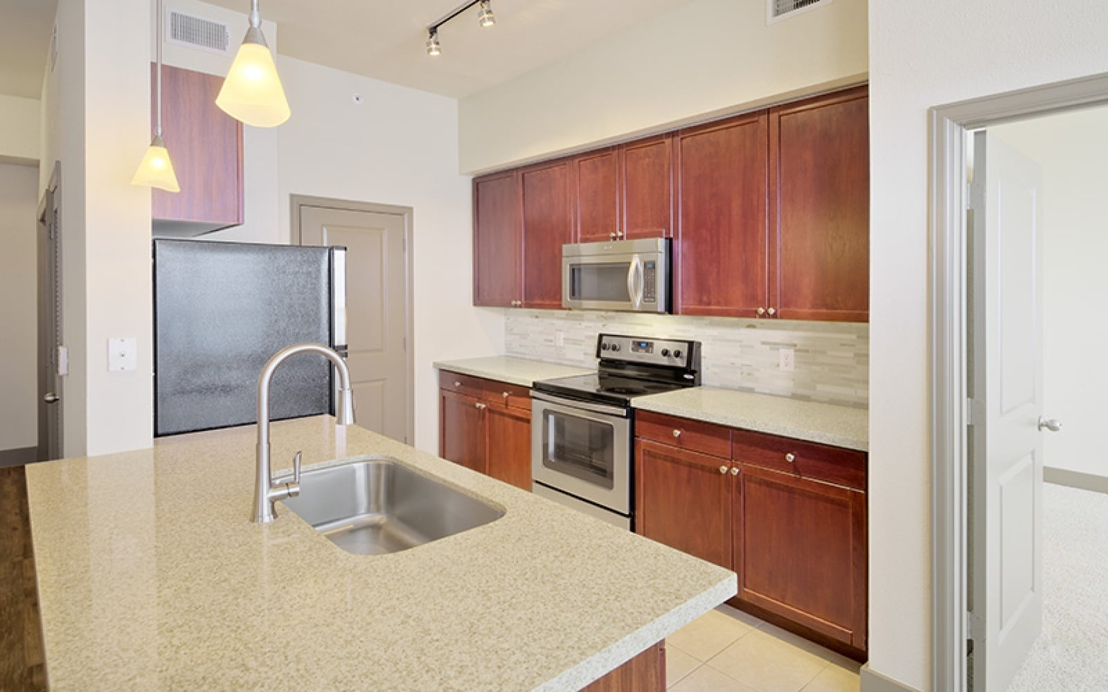 2222 Smith,Houston,77002,Apartment,Smith,2940